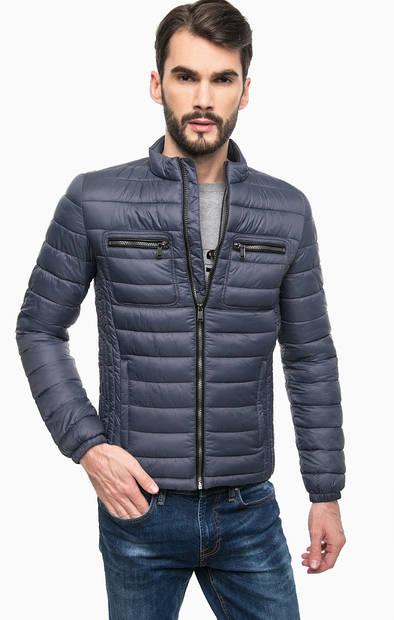 Куртка с наушниками для прослушивания музыки